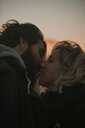 Portrait of a couple kissing at sunset - INGF10648