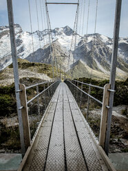 Footbridge on hiking path - INGF10780
