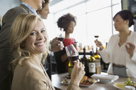 Sommelier and couples wine tasting in store - HEROF01305