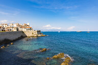 France, Provence-Alpes-Cote d'Azur, Antibes, Old town with Chateau Grimaldi, city wall - WDF04968