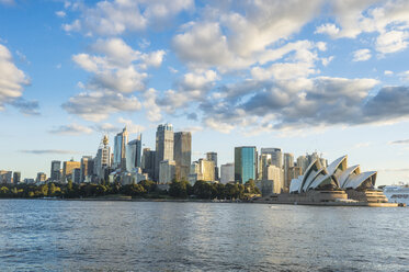 Australia, New South Wales, Sydney, Business district and Sydney Opera House - RUNF00524