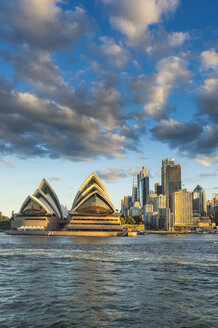 Australia, New South Wales, Sydney, Business district and Sydney Opera House in the evening light - RUNF00527