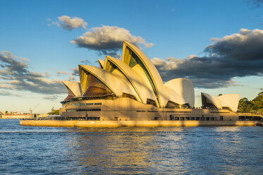 Australia, New South Wales, Sydney, Sydney Opera House in the evening light - RUN00530