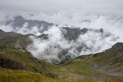 Germany, Bavaria, Allgaeu, Allgaeu Alps, View from Nebelhorn, fog and clouds - WIF03704