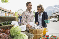 Couple shopping at farmers market - HEROF02182