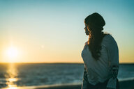 Portrait of a young woman at the beach during sunset - INGF11367