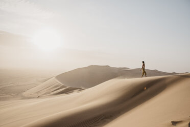 Namibia, Namib, woman on desert dune looking at view - LHPF00268