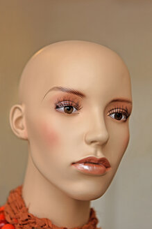 Bald head of display dummy, close-up - KLR00781