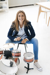 Young businesswoman playing percussion - GUSF01757