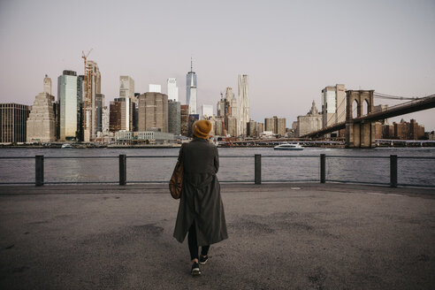 USA, New York, New York City, Brooklyn Bridge, Female tourist at East River - LHPF00313