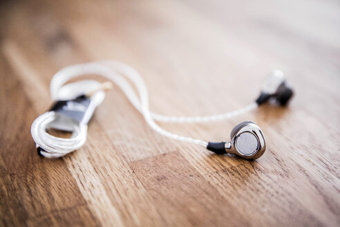Earphones on wood - VWF00002