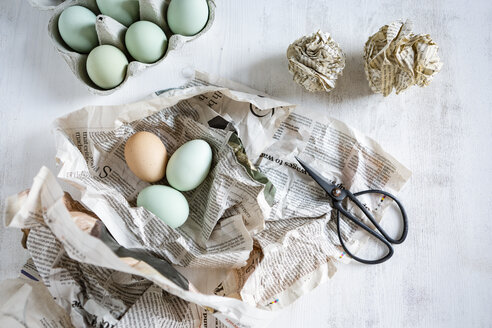 Still life with eggs, newspaper, scissors and paper balls - OJF00323