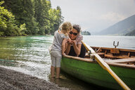 Austria, Carinthia, Weissensee, mother in rowing boat with daughter at the lakeside - AIF00564