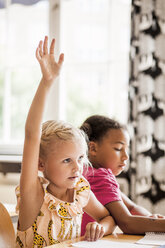 Girl raising hand in classroom - ASTF00073