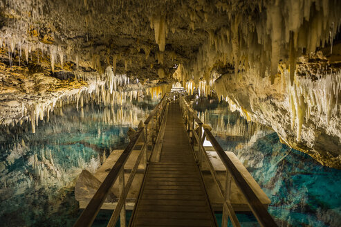 Bermuda, Crystal Cave, Stalagmites and stalactites - RUN00656