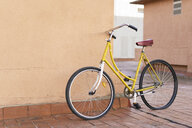 Bicycle leaning against house wall - ERRF00441