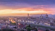 Italy, Tuscany, Florence, Cityscape with Ponte Vecchio at sunrise - RPSF00262