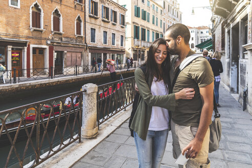 Italy, Venice, affectionate young couple in the city - WPEF01234