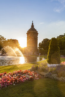 Germany, Mannheim, Friedrichsplatz with fountain and water tower in the background by sunset - WDF05012