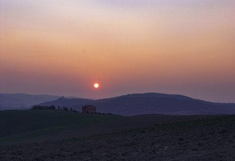Italy, Tuscany, Crete Senesi, sunrise - WWF04720