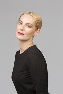 Studio portrait of confident mature woman - VGF00158