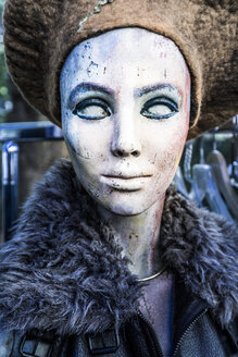 Painted head of female display dummy at flea market - SKAF00136