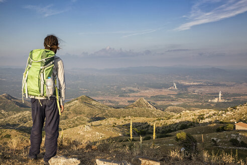 Greece, Peloponnese, Arcadia, Lykaion, man enjoying the view from mountain Profitis Ilias - MAMF00329