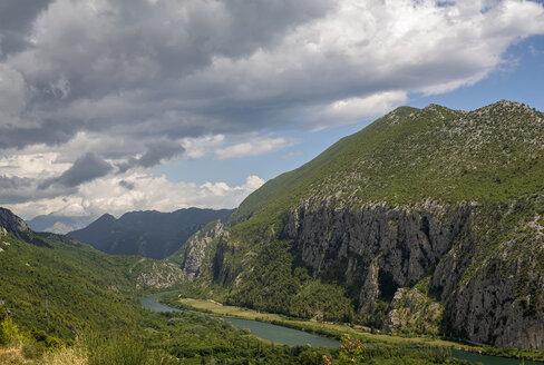 Croatia, Dalmatia, landscape with Cetina River near Omis - BFRF01966