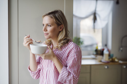Woman having breakfast in the morning at home - HAPF02862