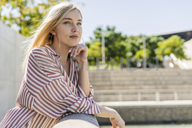 Portrait of blond young woman looking at distance - GIOF05455