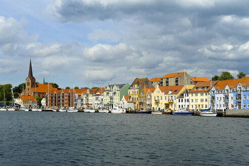 Denmark, Jutland, Sonderborg, view on city harbour - UMF00914