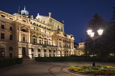 Poland, Krakow, Juliusz Slowacki Theatre at night - ABOF00398