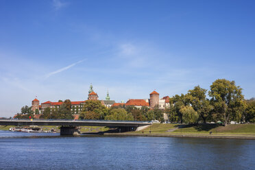 Poland, Krakow, city from Vistula River, view to Wawel Castle - ABOF00401