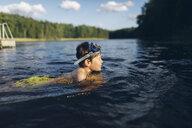 Boy swimming in a lake in Kappemalagol, Sweden - FOLF09763