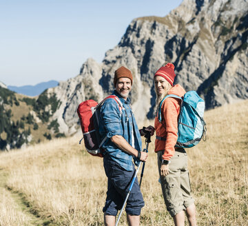 Austria, Tyrol, happy couple on a hiking trip in the mountains - UUF16400