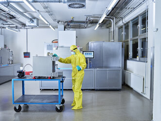 Chemist working in industrial laboratory clean room - CVF01097