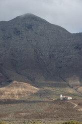 Spain, Canary Islands, Fuerteventura, Cofete, Villa Winter in rocky cliffs - RUNF00849