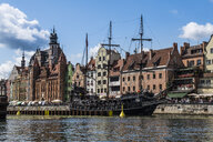 Poland, Gdansk, Hanseatic League houses and historic sailship on the Motlawa river - RUN00879