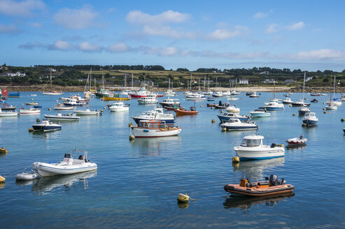 UK, England, Isles of Scilly, St Mary's, Small boat harbour - RUNF00936