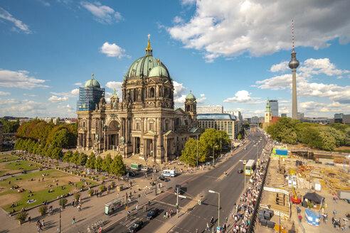 Berliner Dom mit dem Fernsehturm und Alexander Platz im Hintergrund - TAMF01111
