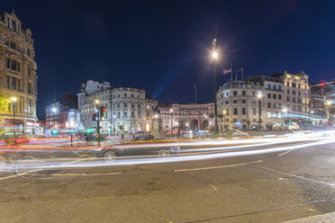 United Kingdom, England, London, Trafalgar Square, Light trails at night - TAMF01114