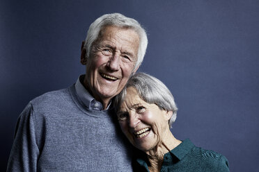 Portrait of happy senior couple - RBF07000