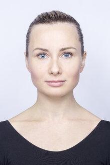 Portrait of woman with blue eyes - VGF00177