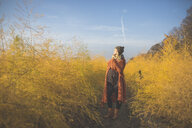 Pregnant woman standing in asparagus field in autumn - ASCF00935