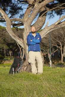 Spanien, Andalusien, Tarifa,  Mann bei der Wanderung, Wandern - KBF00400