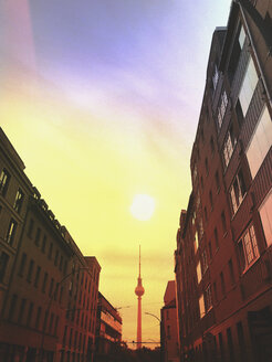 Germany, Berlin, Berlin Mitte, rising morning sun above TV Tower - GWF05771