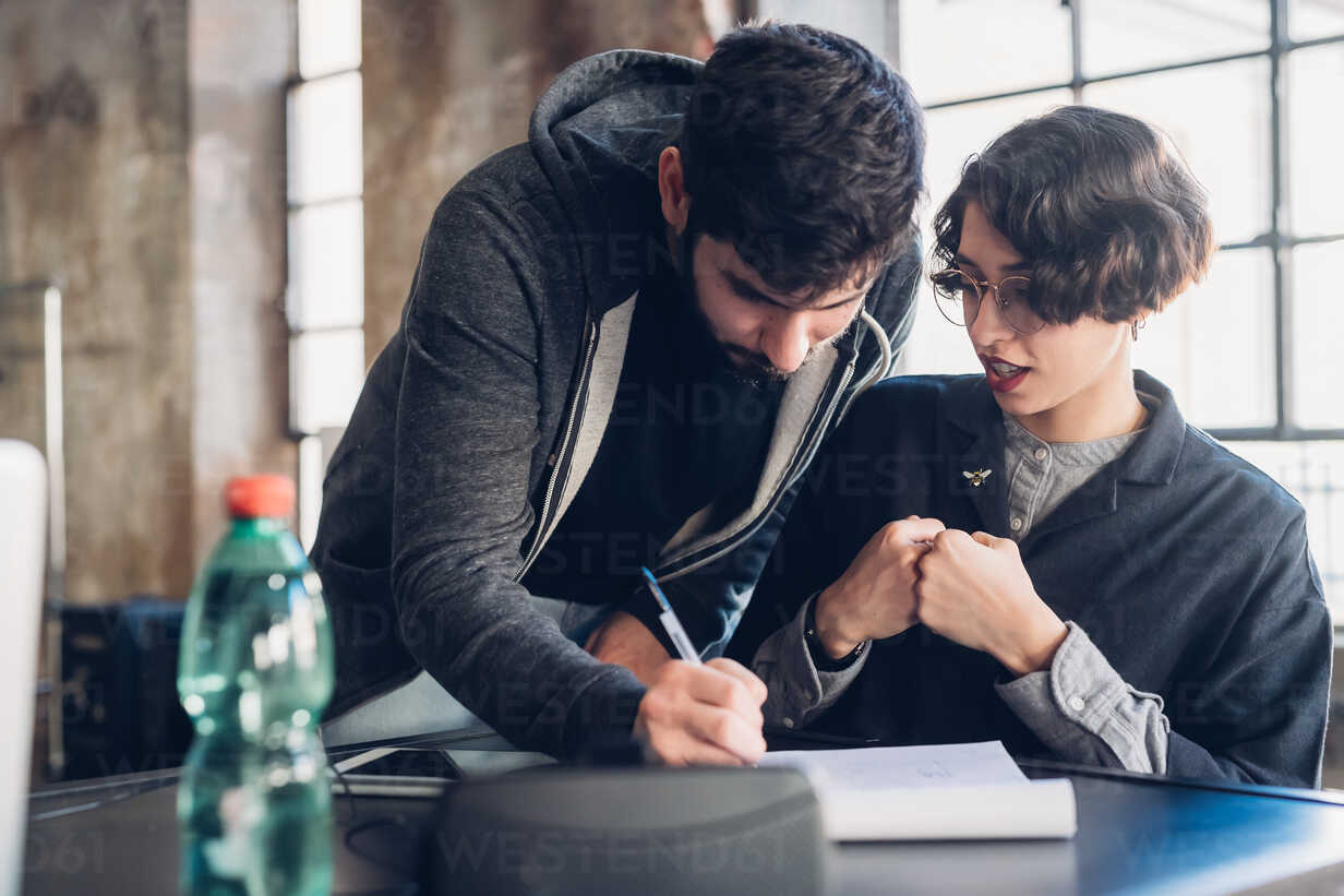 Designers at work in studio - CUF47279 - Eugenio Marongiu/Westend61