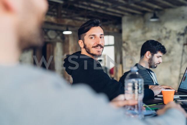 Designers having meeting in studio - CUF47297 - Eugenio Marongiu/Westend61