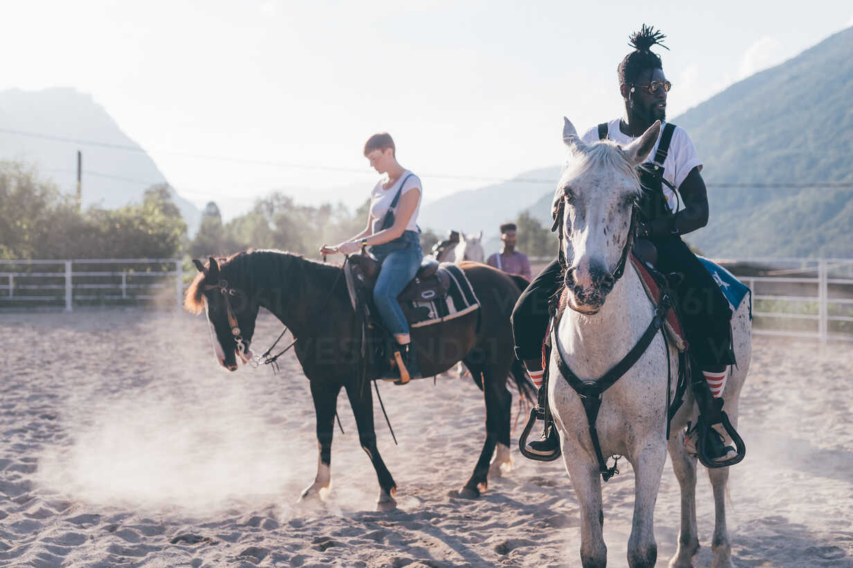 Young hipster man and woman riding horses in rural equestrian arena, Primaluna, Trentino-Alto Adige, Italy - CUF47504 - Eugenio Marongiu/Westend61