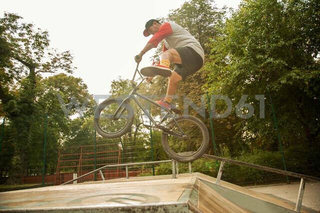 BMX cyclist doing stunt on ramp - CUF47798